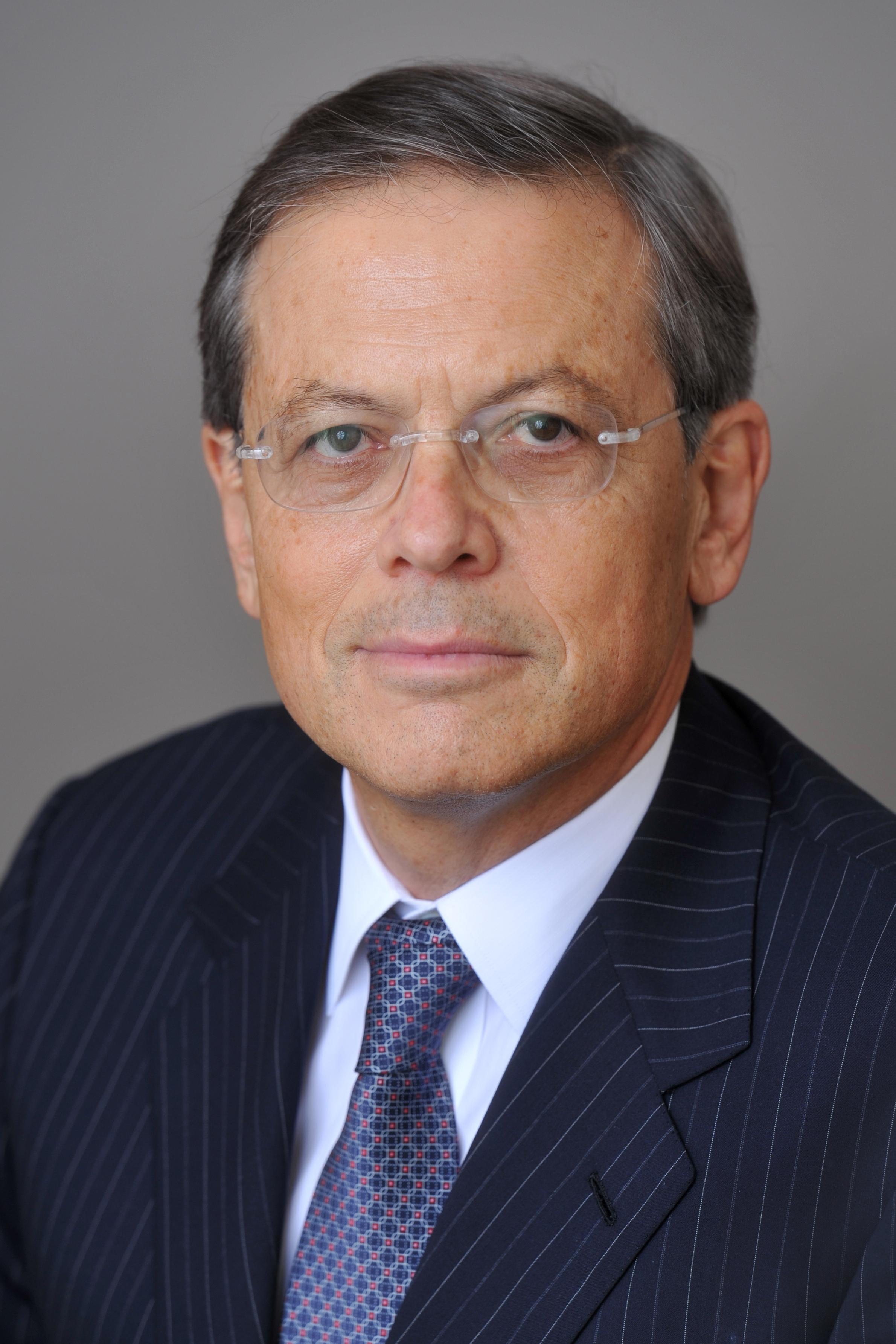 Dr. Arie Belldegrun, MD